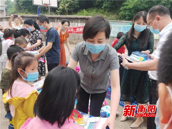 """迎六一:衡东县开展""""关爱天使·为爱行动""""儿童节慰问活动"""