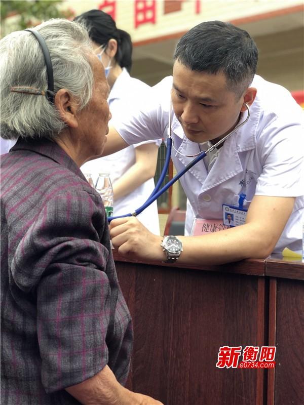 决胜2020:民盟南华附一支部送医下乡 助力打赢脱贫攻坚战