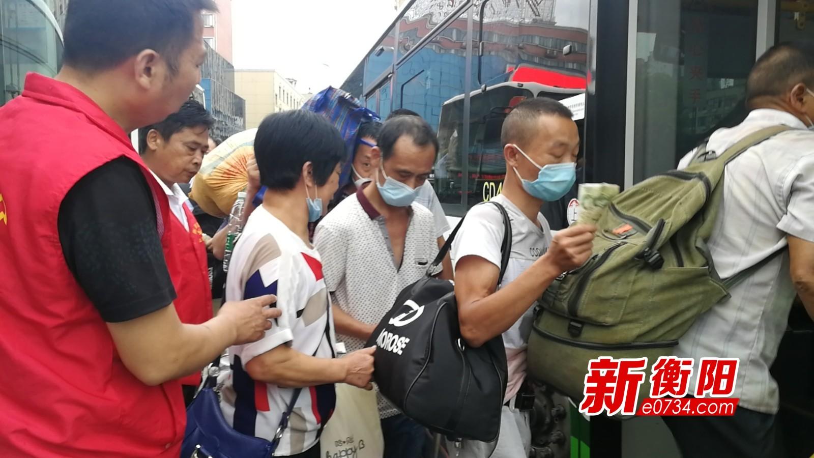 公交集团调派34台公交车 全力运送3000余名滞留乘客