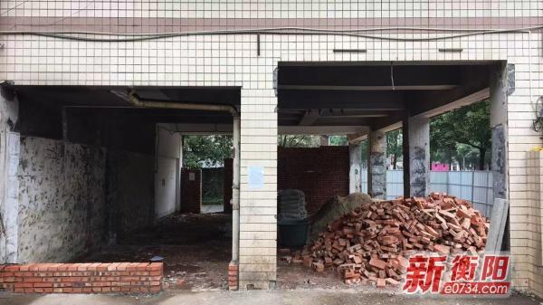 衡阳高新区中大名苑小区两车库被改建成餐饮店