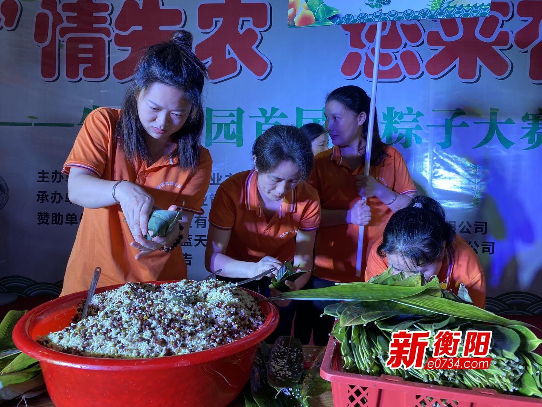 我们的节日.端午:邻里一家亲 社区居民举行包棕子比赛