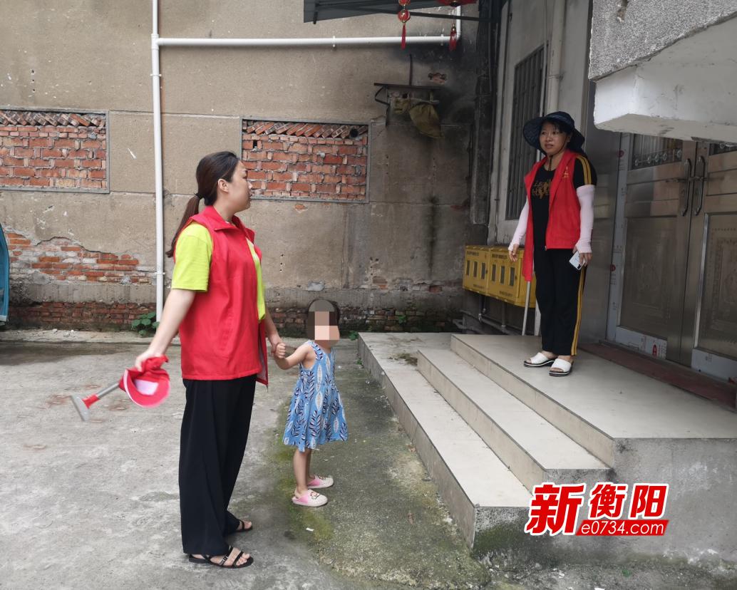 """三岁女孩迷失回家的路 石鼓区""""衡阳群众""""志愿者帮忙找回"""
