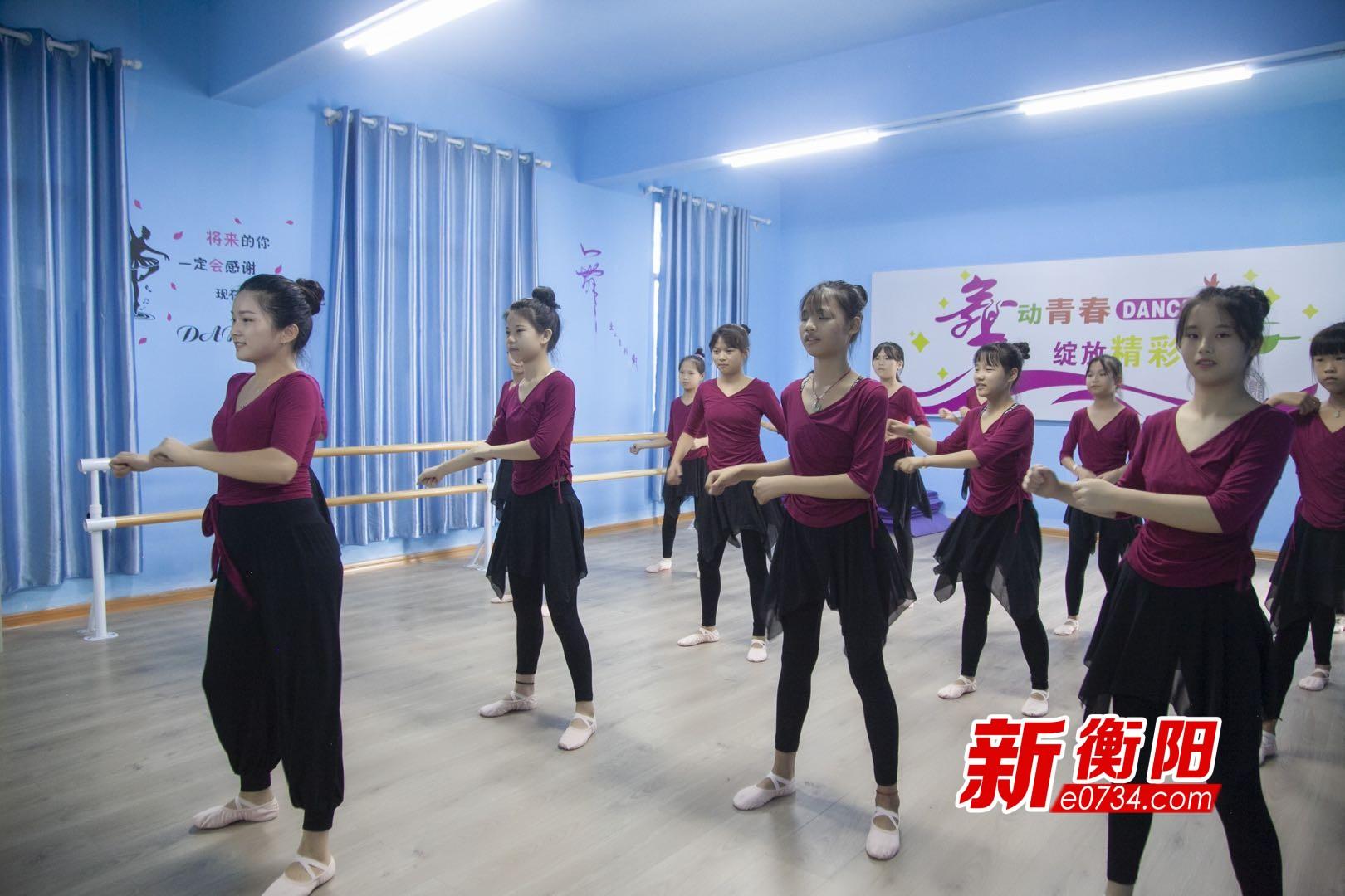 """山里的""""艺术世界"""" 衡阳县岣嵝乡的孩子有个""""爱心课堂"""""""