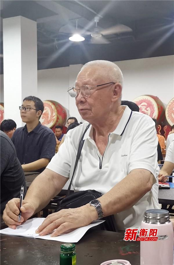 """南岳""""夜校""""热  84岁老编剧端坐静听《曾国藩》"""