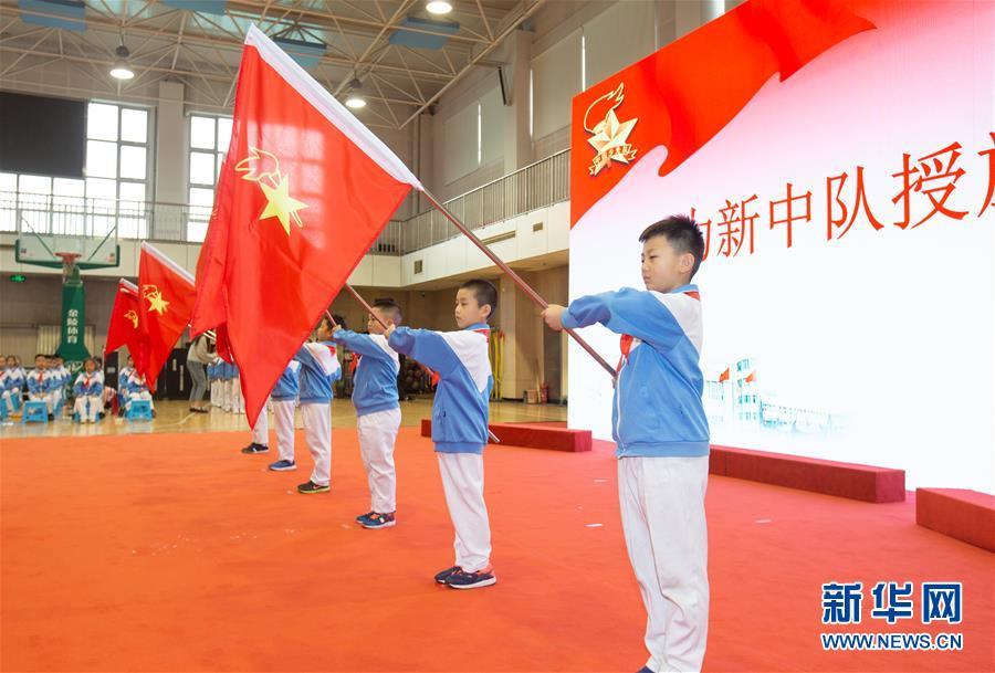 """(新华全媒头条·图文互动)(3)""""美丽的中国梦属于你们""""——以习近平同志为核心的党中央关心少年儿童工作纪实"""